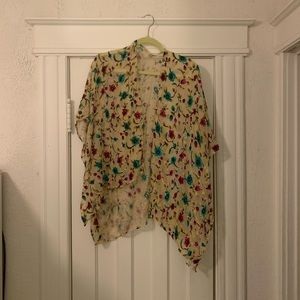 One size vintage shall with floral accents